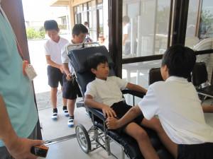 「夏休みの福祉体験活動」に関する画像