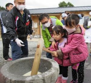 「当尾仮設団地で餅つきイベントを開催」に関する画像